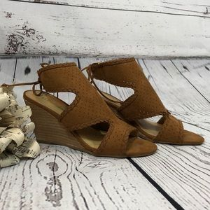 NWOT Report Wedge Size 6 Sandals
